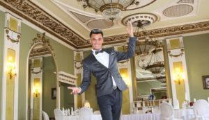 Ведущий на свадьбу в Москве, выгодно заказывать сразу и фото видео операторов