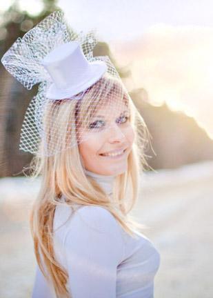 причёски для невест и шляпки