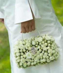 фото букет невесты - цветочная сумочка
